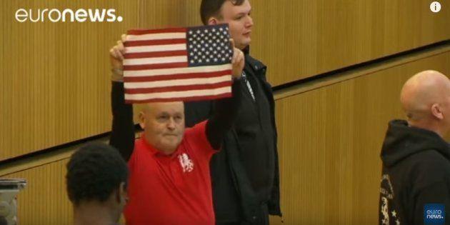 Manifestantes en favor de Trump interrumpen un acto del alcalde de
