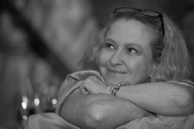 La autora del libro, la periodista Ana del
