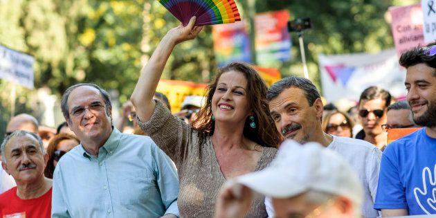 Carla Antonelli, junto a Ángel Gabilondo y José Manuel López, en la manifestación del Orgullo de