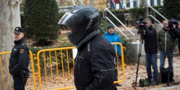 Sergio Ríos, que fue chófer de Luis Bárcenas, a su llegada para declarar como investigado en la Audiencia