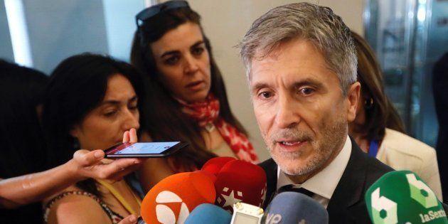 El ministro del Interior, Fernando Grande-Marlaska, atiende hoy a la prensa antes de comparecer en el