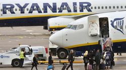 Ryanair comienza hoy a cobrar un extra por el transporte a bordo de dos