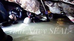 Los equipos de rescate temen que las lluvias vuelvan a inundar la cueva donde están atrapados doce niños y un adulto en