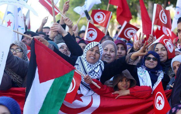Un grupo de mujeres en una manifestación para conmemorar el inicio de las
