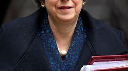 May ofrece no presentarse a la reelección a cambio de superar hoy la moción de