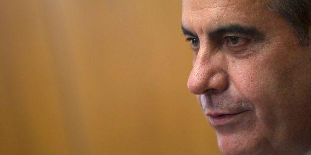 El exministro Celestino Corbacho pide la baja en el