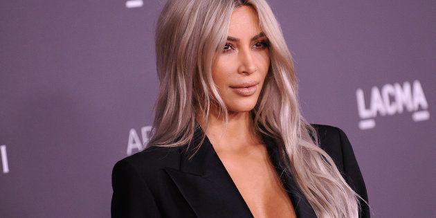 Kim Kardashian muestra en Snapchat unos cubos de basura de la marca Louis Vuitton y la gente no da