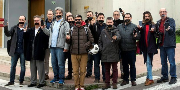 Concentración protesta de periodistas de Menorca frente al Juzgado de Mahón, en solidaridad con sus