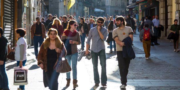 Viandantes en las calles de Madrid, en una imagen de