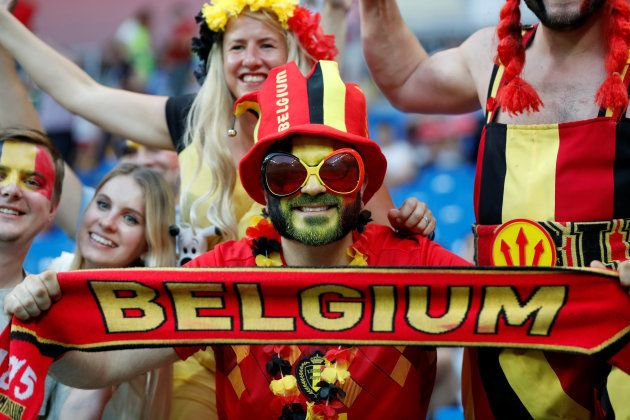Aficionados belgas, durante el encuentro con