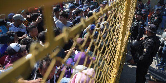 Una niña inmigrante de siete años muere de agotamiento y deshidratación bajo la custodia de