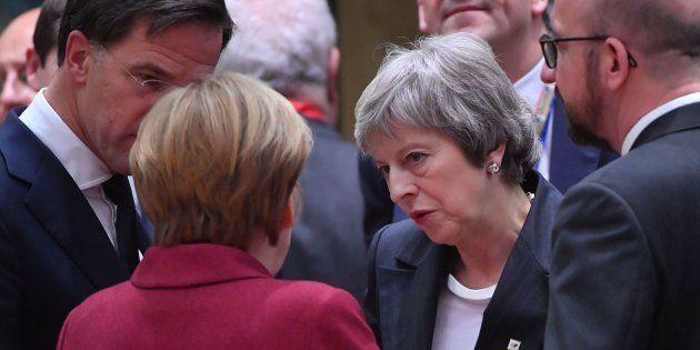 May habla con varios líderes