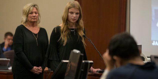 La exgimnasta Jade Capua, 17 años, brinda su testimonio durante el juicio al médico Larry