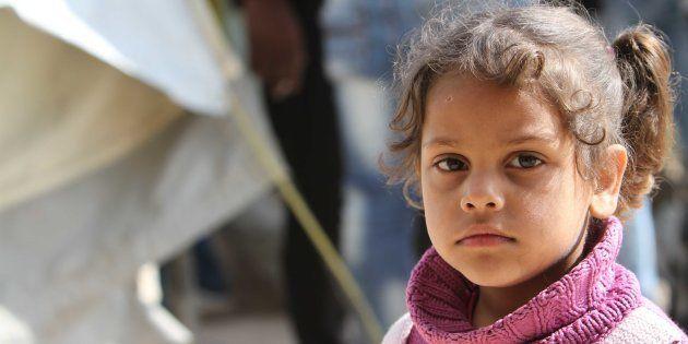 Una niña palestina refugiada en un campo en