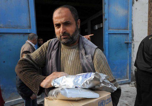Reparto de comida de la UNRWA en