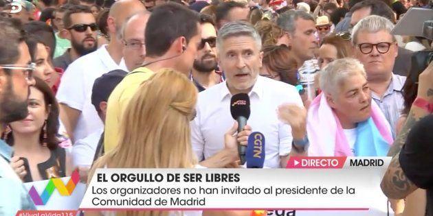 Fernando Grande-Marlaska reivindica los derechos LGTBI en el desfile del