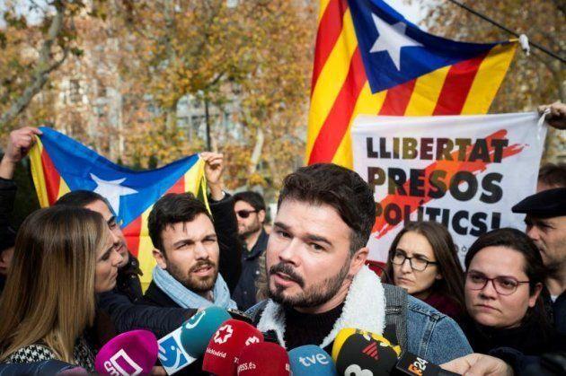 El diputado de ERC Gabriel Rufián, durante la concentración convocada hoy ante la sede del Tribunal Supremo...