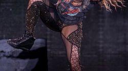 Shakira le canta a su suegro 'Boig per