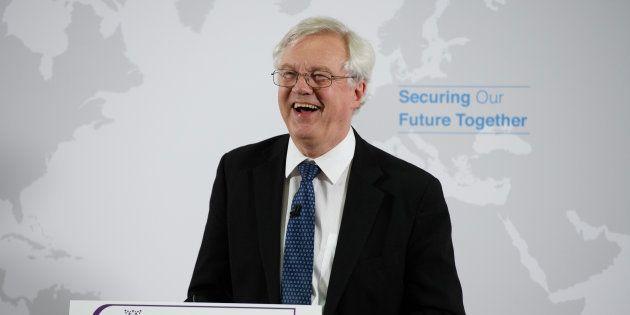 El ministro británico para el Brexit, David