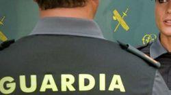 La Guardia Civil calienta (pero mucho) Twitter con un agente 'buenorrísimo' que recuerda que el Cuerpo está para