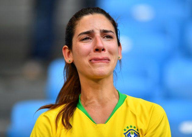 Una aficionada llora tras el Brasil - México el 2 de