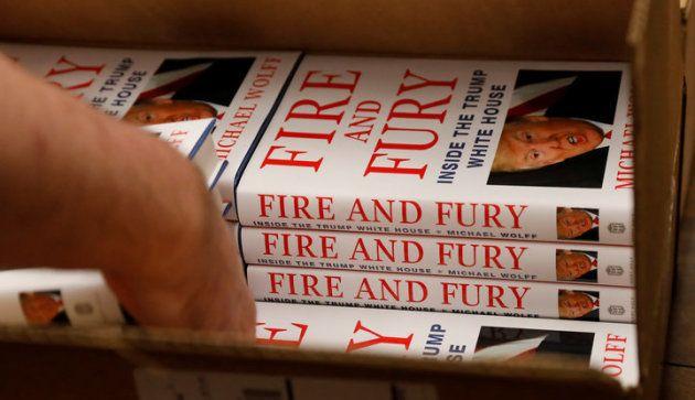 Ejemplares de 'Fire and Fury' recién llegados a una librería