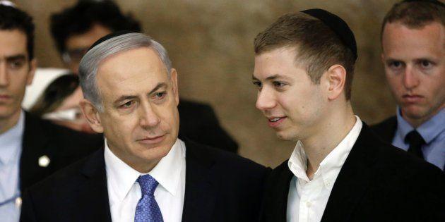 Benjamin Netanyahu y su hijo Yair, visitando el Muro de las Lamentaciones en