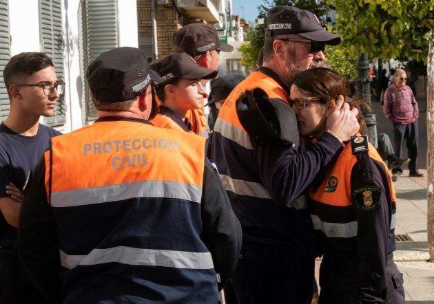 Efectivos de Protección Civil durante la búsqueda de Laura