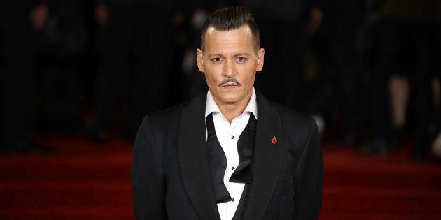Un trabajador de Hollywood denuncia a Johnny Depp por golpearle en un