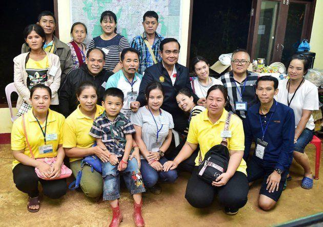 Rescatados los 12 niños y su entrenador atrapados en una cueva inundada de