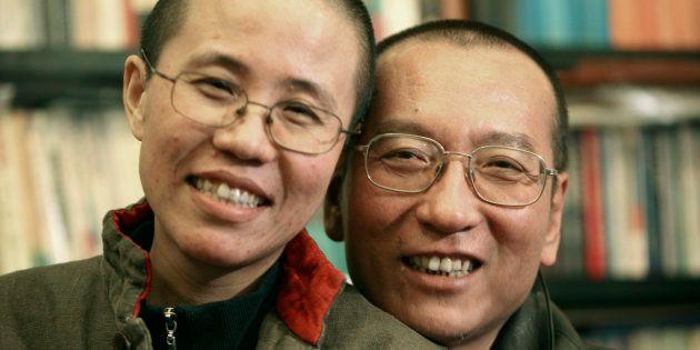 Liu Xiaobo y su esposa Liu Xia, en una foto tomada en 2010 en un lugar sin