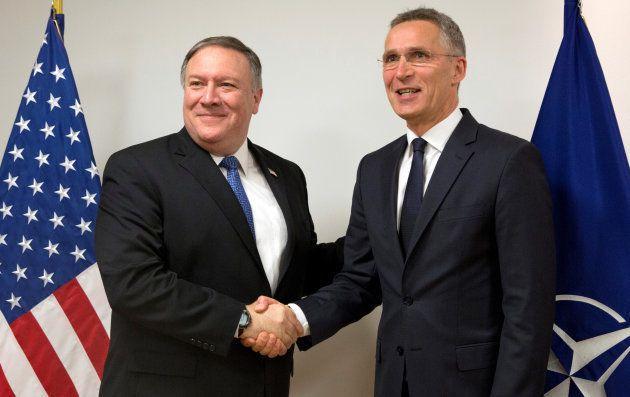 Mike Pompeo, secretario de Estado de EEUU, y el secretario general de la OTAN, Jens Stoltenberg, el pasado...
