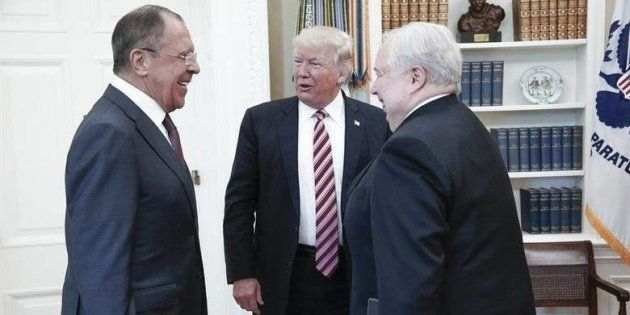 Trump con el ministro ruso de Exteriores, Serguéi Lavrov; y el embajador ruso en EE UU, Sergei Kislyak,...