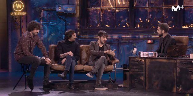 Tres de los integrantes de Lori Meyers con David Broncano en 'La Resistencia' de