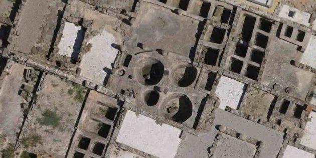 Algunos de los tanques de salazón de la antigua ciudad romana de Baelo Claudia, cerca de la actual Tarifa,...