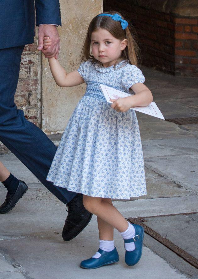 La princesa Carlota a la salida del bautizo de su hermano