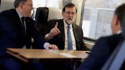Rajoy inaugura el AVE a Castellón, que llega con media hora de retraso tras una