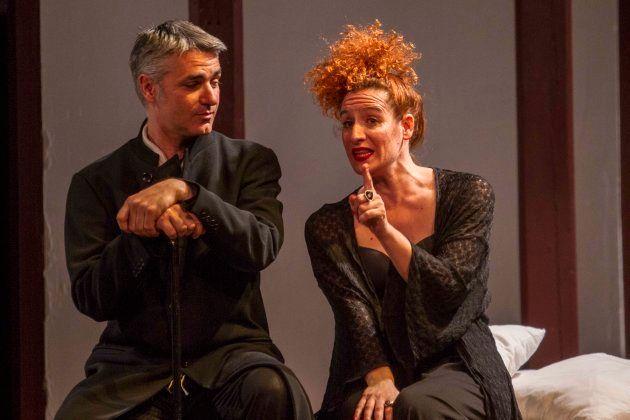 Silvia de Pé y Ernesto Arias en una escena de 'Desengaños