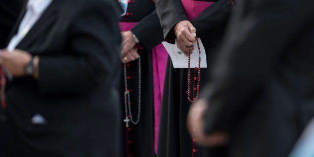 Obispos rezan el