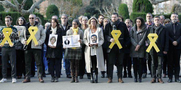 Diputados independentistas guardan un minuto de silencio en apoyo a los