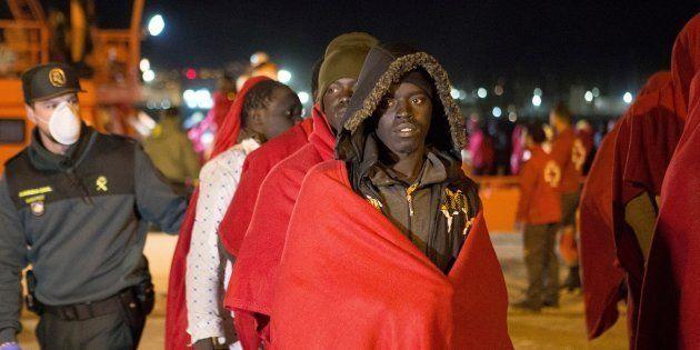 Un grupo de 99 inmigrantes, rescatados en el mar de Alborán, llegando al puerto de Almería,