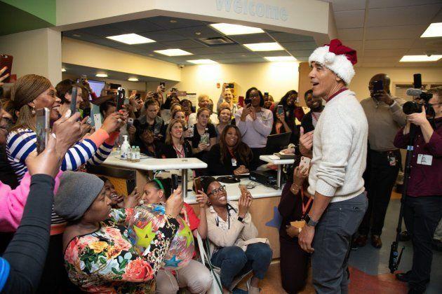 Obama visita al personal del