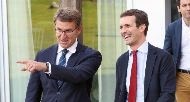 El candidato a la Presidencia del PP, Pablo Casado (d), y el presidente de la Xunta y del PPdeG, Alberto...