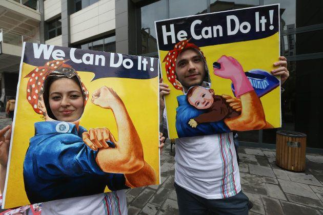 Rosie, la remachadora, presente en una manifestación el Día de la Mujer en