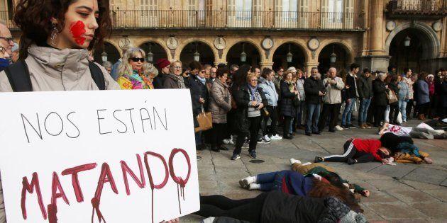 Concentración en Salamanca en repulsa por el asesinato machista de Laura