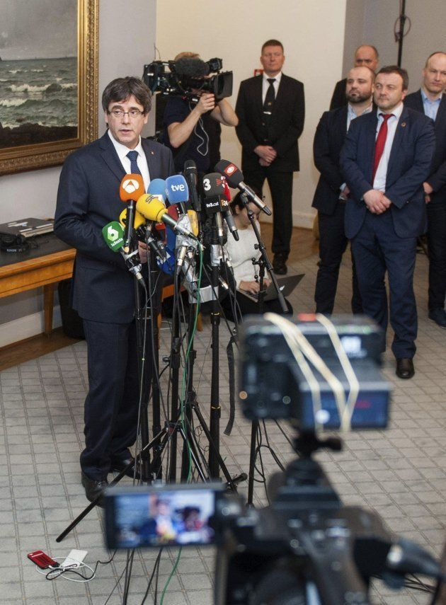 Puigdemont afirma que está trabajando para regresar al Parlamento