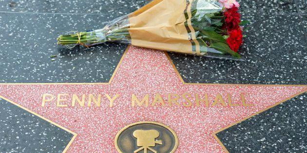 Flores en homenaje a Penny