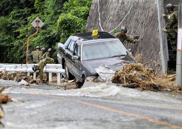 Los equipos de rescate acuden a una emergencia causada por las