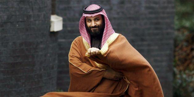 Mohammed bin Salman, príncipe heredero saudí, el pasado marzo, en Londres, camino de su encuentro con...