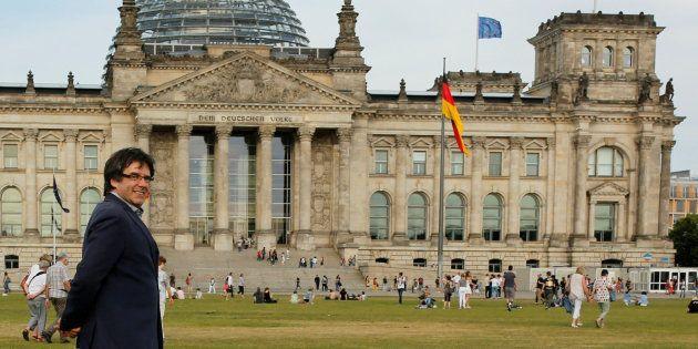 El expresidente catalán Carles Puigemont, junto al Bundestag en Berlín, en una imagen de